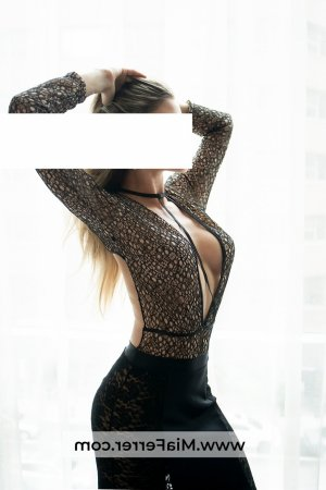 Bresilia escort girl in Arkansas City KS & nuru massage