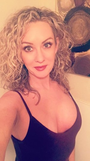 Pepita escort girl in Hillsborough